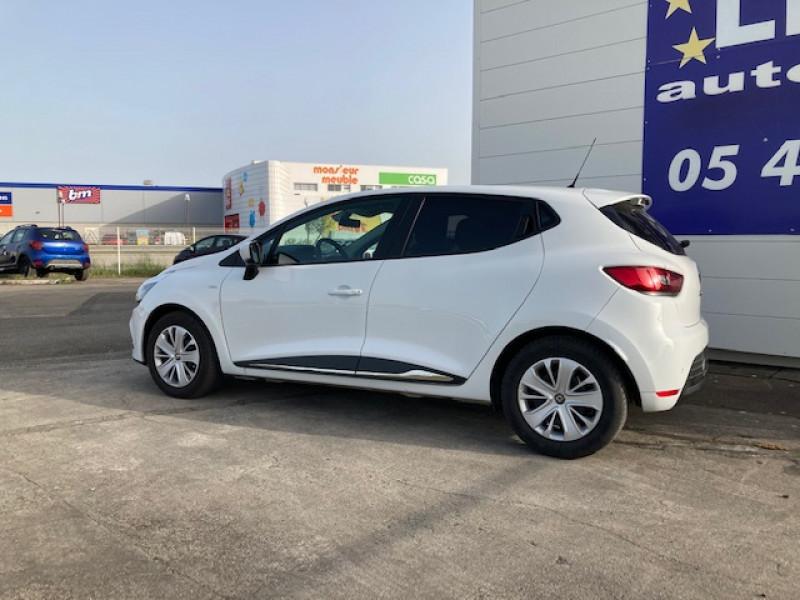 Photo 2 de l'offre de RENAULT Clio Trend 1.2 75 cv à 9500€ chez Lezeau automobiles