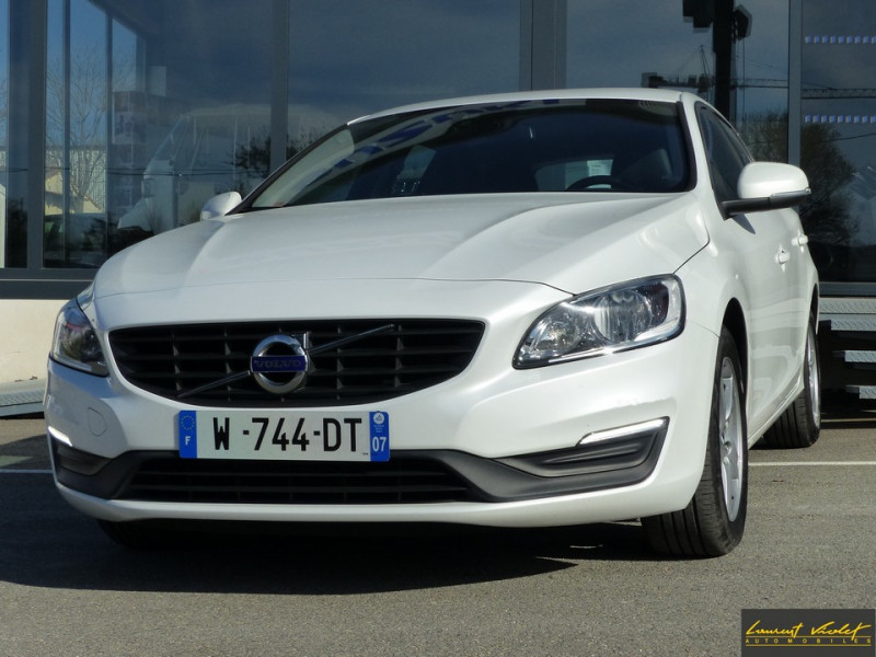 Photo 1 de l'offre de VOLVO V60 D2 120 ch Kinetic Geartronic 1ère main à 14990€ chez Automobiles Laurent Violet