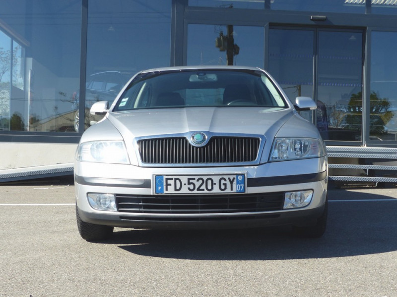 Photo 2 de l'offre de SKODA Octavia II 1.9 Tdi 105 Ambiente à 3990€ chez Automobiles Laurent Violet