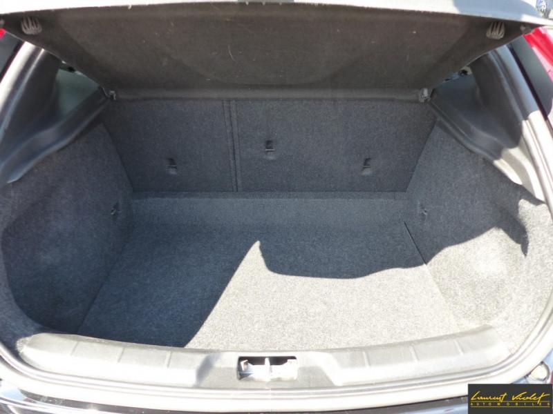 Photo 7 de l'offre de VOLVO V40 120 R-Design Facelift 1ère main à 17990€ chez Automobiles Laurent Violet