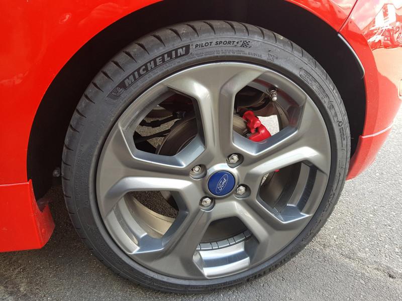 Photo 13 de l'offre de FORD Fiesta VI ST 1.6L 182cv Chassis Sport Sièges Recaro 3 Portes Clim Bluetooth J. Alu Radar AR à 13990€ chez L'Automobile - Jérôme BATHIARD