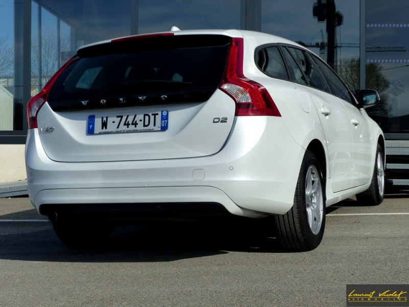 Photo 5 de l'offre de VOLVO V60 D2 120 ch Kinetic Geartronic 1ère main à 14990€ chez Automobiles Laurent Violet