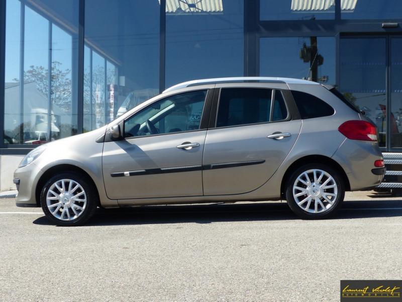 Photo 2 de l'offre de RENAULT Clio Estate III Estate 1.6 16V 110 Exception à 4990€ chez Automobiles Laurent Violet