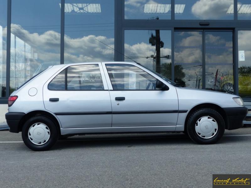 Photo 3 de l'offre de PEUGEOT 306 XND 1.9D 5 portes révisée à 1990€ chez Automobiles Laurent Violet