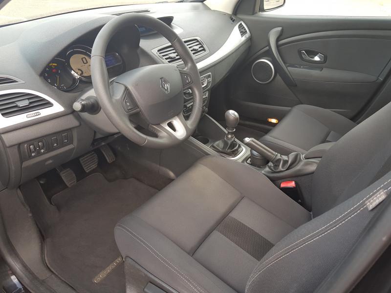 Photo 14 de l'offre de RENAULT Megane 3 1.5L DCI 110cv Dynamique 5P Clim Auto Bluetooth Radar AV/AR Radio CD MP3 à 7990€ chez L'Automobile - Jérôme BATHIARD