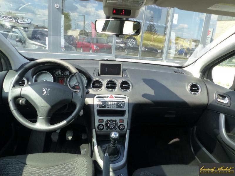 Photo 9 de l'offre de PEUGEOT 308 SW 1.6 HDi 110ch Féline 7 Pl 1 ère main à 4990€ chez Automobiles Laurent Violet