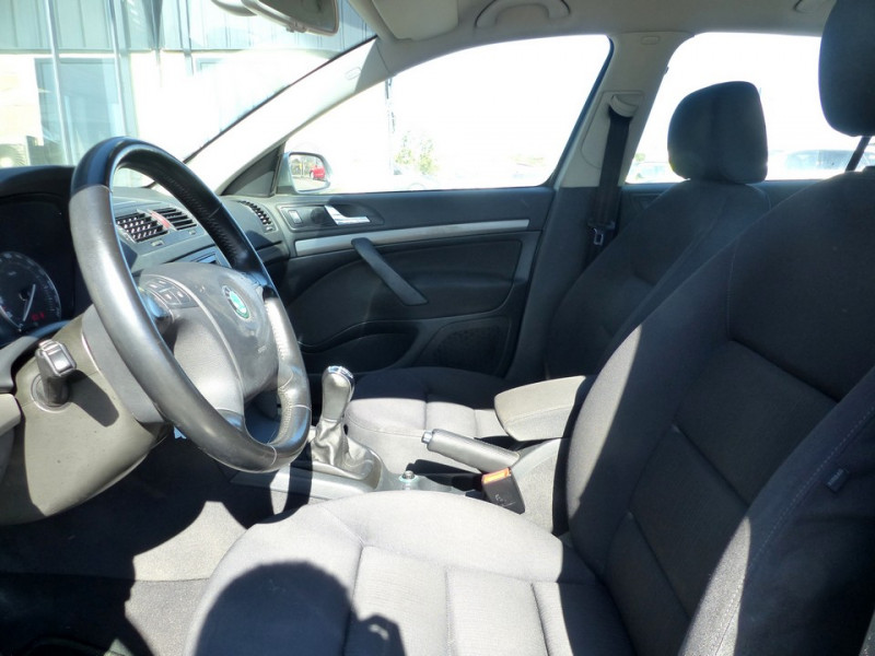 Photo 8 de l'offre de SKODA Octavia II 1.9 Tdi 105 Ambiente à 3990€ chez Automobiles Laurent Violet