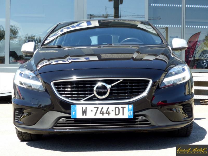 Photo 2 de l'offre de VOLVO V40 D2 120 R-Design Facelift 1ère main à 17990€ chez Automobiles Laurent Violet