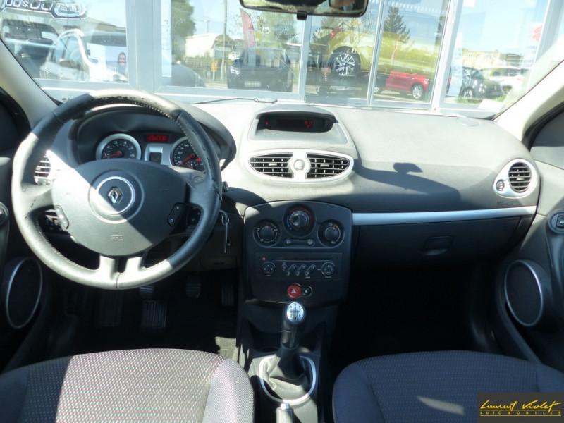 Photo 5 de l'offre de RENAULT Clio Estate III Estate 1.6 16V 110 Exception à 4990€ chez Automobiles Laurent Violet