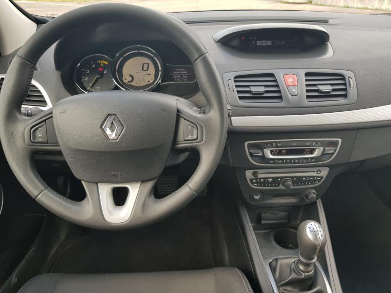 Photo 16 de l'offre de RENAULT Megane 3 1.5L DCI 110cv Dynamique 5P Clim Auto Bluetooth Radar AV/AR Radio CD MP3 à 7990€ chez L'Automobile - Jérôme BATHIARD