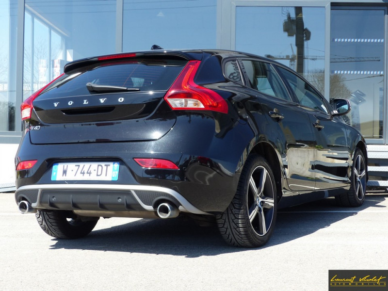 Photo 5 de l'offre de VOLVO V40 D2 120 R-Design Facelift 1ère main à 17990€ chez Automobiles Laurent Violet