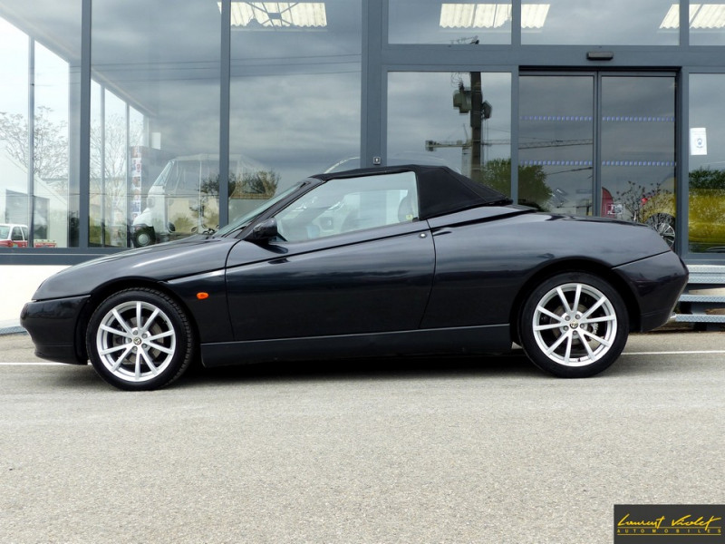 Photo 3 de l'offre de ALFA ROMEO Spider 2.0i 16V Twin Spark L type 916 à 6990€ chez Automobiles Laurent Violet