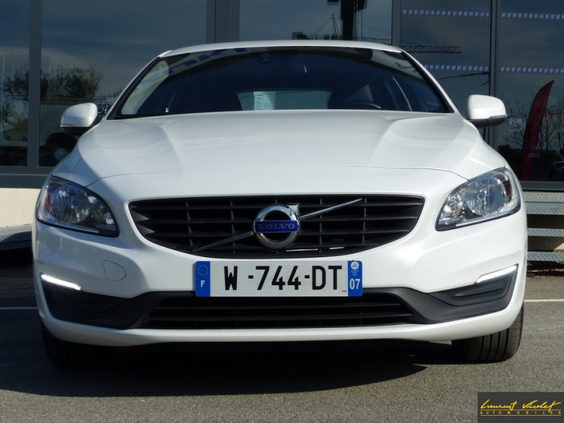Photo 2 de l'offre de VOLVO V60 D2 120 ch Kinetic Geartronic 1ère main à 14990€ chez Automobiles Laurent Violet