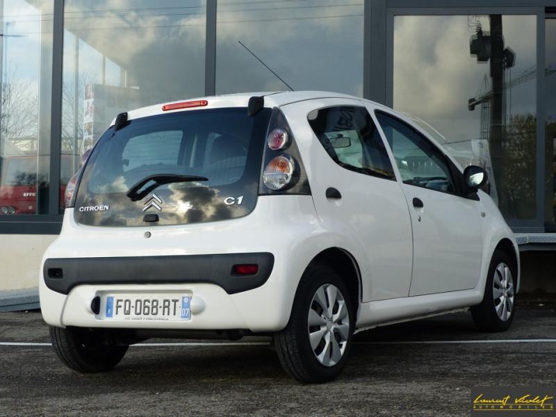 Photo 4 de l'offre de CITROEN C1 1.0i 68 Airdream Attraction 49Mkms à 4890€ chez Automobiles Laurent Violet