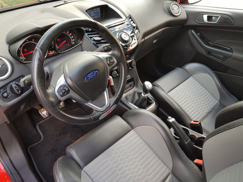 Photo 11 de l'offre de FORD Fiesta VI ST 1.6L 182cv Chassis Sport Sièges Recaro 3 Portes Clim Bluetooth J. Alu Radar AR à 13990€ chez L'Automobile - Jérôme BATHIARD