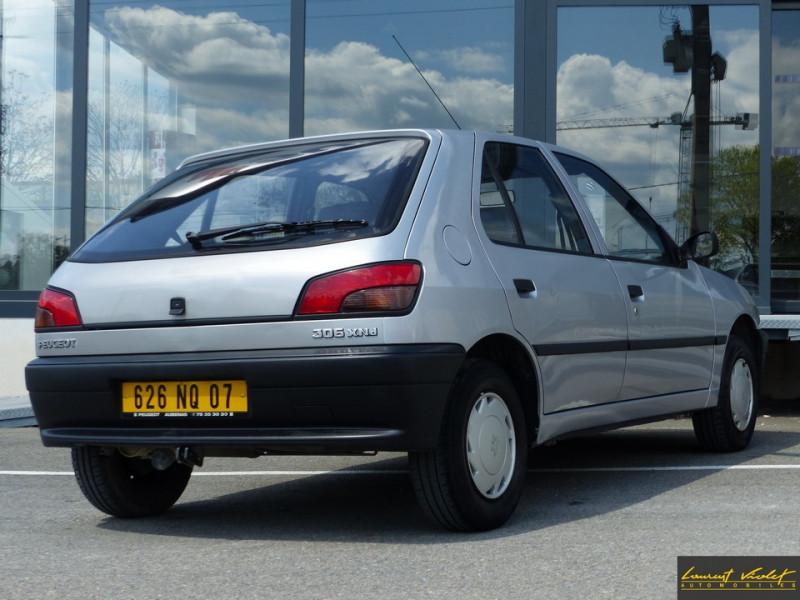 Photo 4 de l'offre de PEUGEOT 306 XND 1.9D 5 portes révisée à 1990€ chez Automobiles Laurent Violet