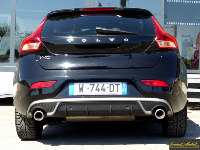 Photo 6 de l'offre de VOLVO V40 D2 120 R-Design Facelift 1ère main à 17990€ chez Automobiles Laurent Violet