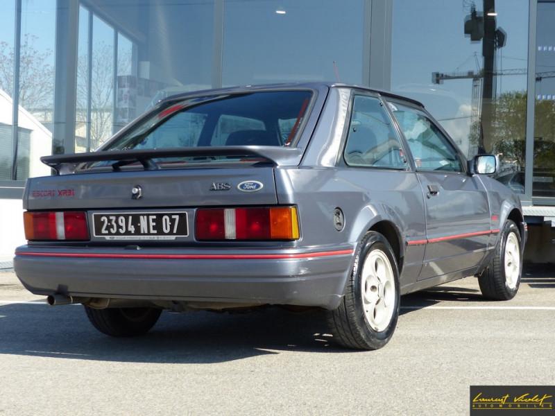 Photo 4 de l'offre de FORD Escort XR3i 1.6 105 ch mk4 2ème main à 2990€ chez Automobiles Laurent Violet
