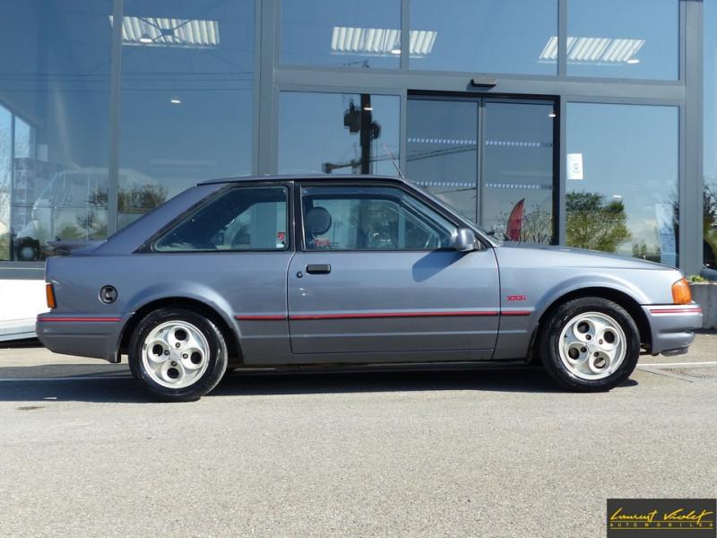 Photo 3 de l'offre de FORD Escort XR3i 1.6 105 ch mk4 2ème main à 2990€ chez Automobiles Laurent Violet
