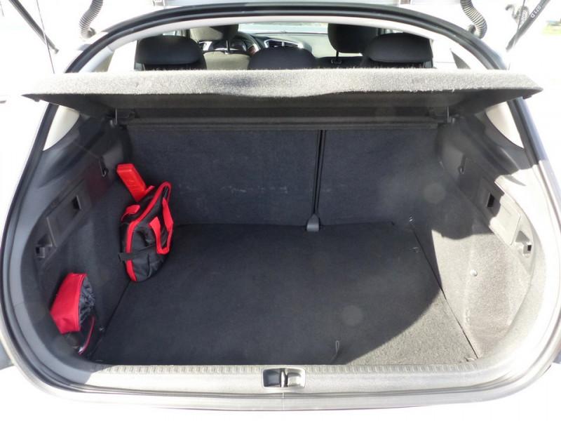 Photo 10 de l'offre de CITROEN C4 II 1.6 Hdi 90 Attraction à 8490€ chez Automobiles Laurent Violet