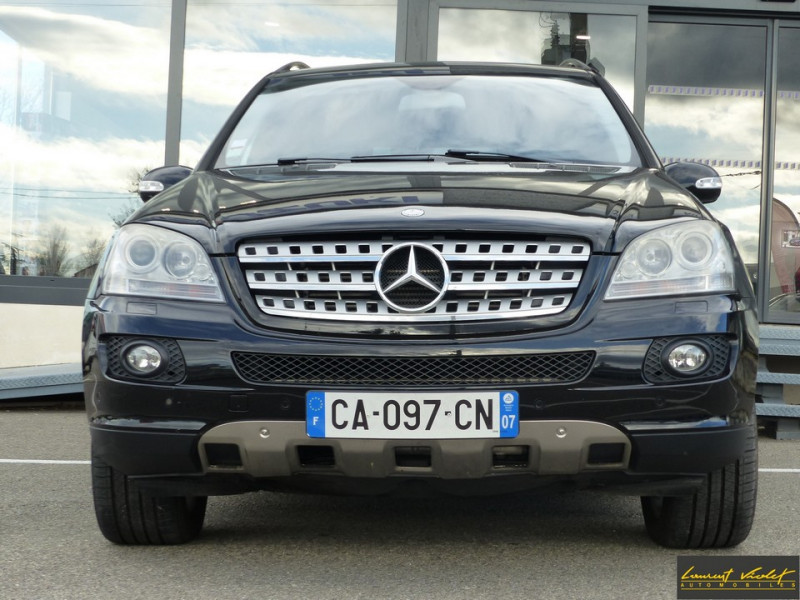 Photo 2 de l'offre de MERCEDES-BENZ Classe ML 320 CDI 224 Pack Sport à 9890€ chez Automobiles Laurent Violet