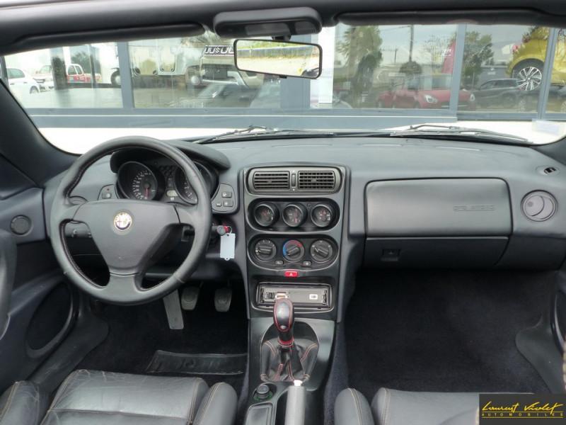 Photo 9 de l'offre de ALFA ROMEO Spider 2.0i 16V Twin Spark L type 916 à 6990€ chez Automobiles Laurent Violet