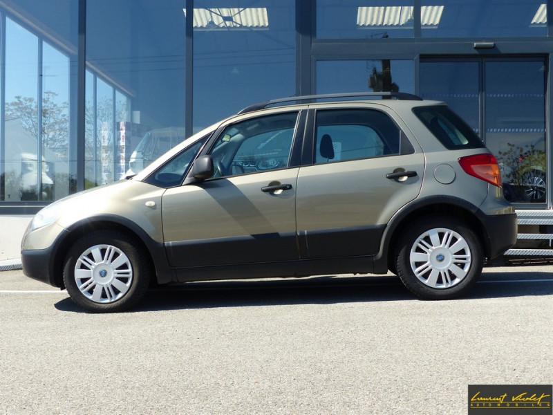 Photo 2 de l'offre de FIAT Sedici 1.9 Multijet 120 4x4 Dynamic à 4490€ chez Automobiles Laurent Violet