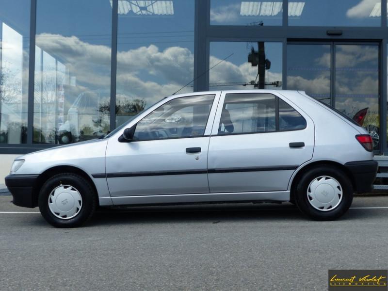 Photo 2 de l'offre de PEUGEOT 306 XND 1.9D 5 portes révisée à 1990€ chez Automobiles Laurent Violet