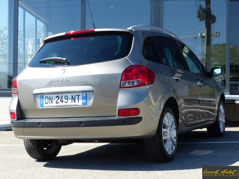 Photo 4 de l'offre de RENAULT Clio Estate III Estate 1.6 16V 110 Exception à 4990€ chez Automobiles Laurent Violet