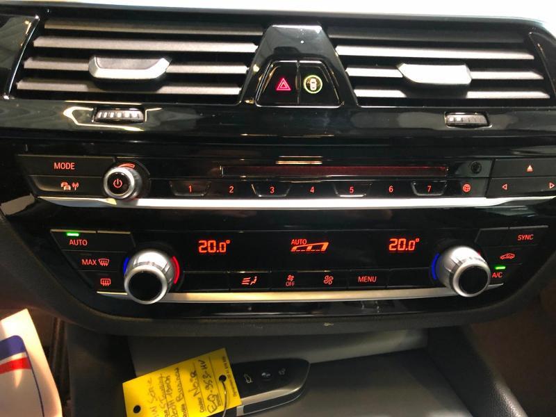 Photo 22 de l'offre de BMW Serie 5 Touring 520dA 190ch Business Steptronic à 23900€ chez Dugast automobiles