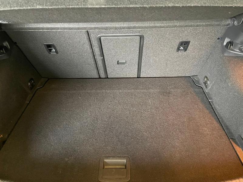 Photo 9 de l'offre de VOLKSWAGEN Golf 1.6 TDI 110ch BlueMotion FAP Confortline Business 5p à 12900€ chez Dugast automobiles