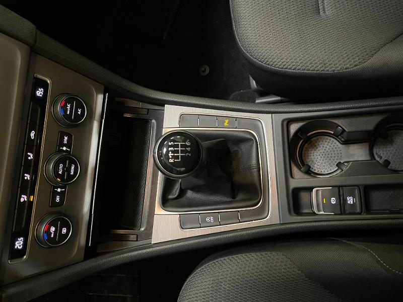 Photo 15 de l'offre de VOLKSWAGEN Golf 1.6 TDI 110ch BlueMotion FAP Confortline Business 5p à 12900€ chez Dugast automobiles