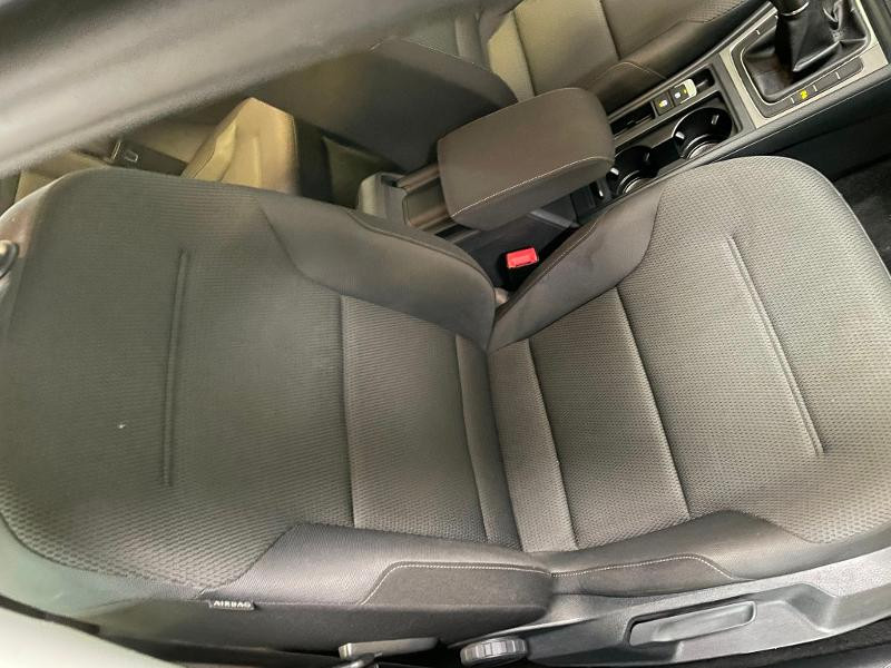 Photo 6 de l'offre de VOLKSWAGEN Golf 1.6 TDI 110ch BlueMotion FAP Confortline Business 5p à 12900€ chez Dugast automobiles