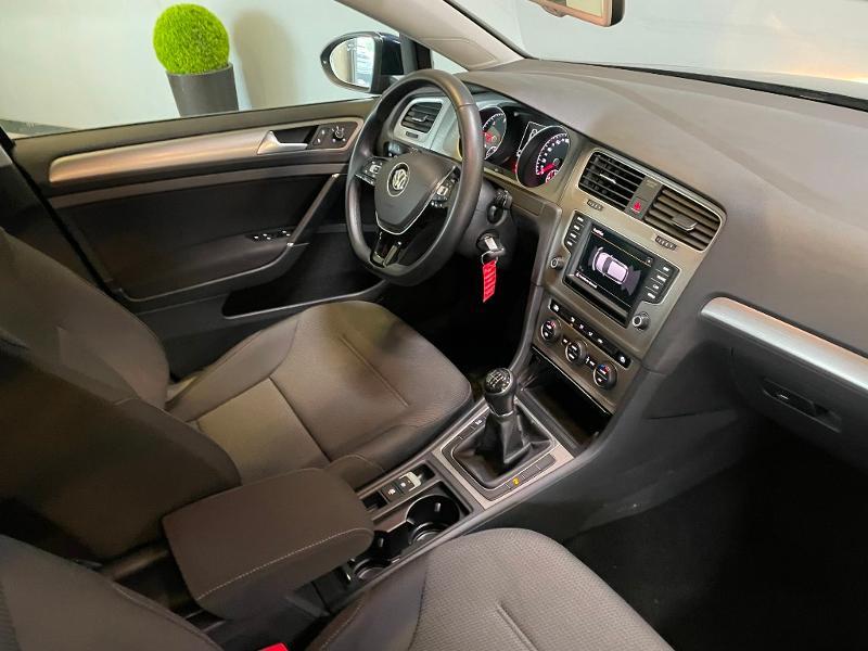 Photo 5 de l'offre de VOLKSWAGEN Golf 1.6 TDI 110ch BlueMotion FAP Confortline Business 5p à 12900€ chez Dugast automobiles