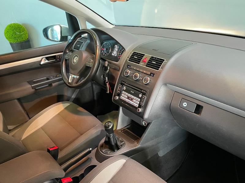 Photo 5 de l'offre de VOLKSWAGEN Touran 1.6 TDI 105ch BlueMotion Technology FAP Life à 9900€ chez Dugast automobiles