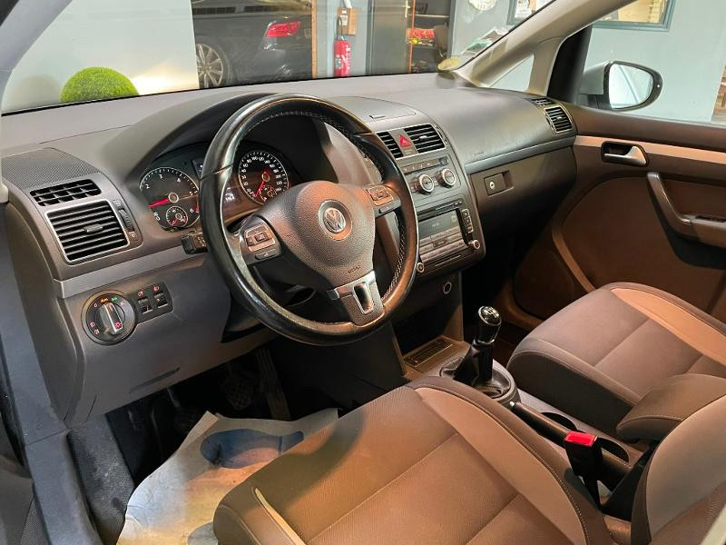 Photo 9 de l'offre de VOLKSWAGEN Touran 1.6 TDI 105ch BlueMotion Technology FAP Life à 9900€ chez Dugast automobiles