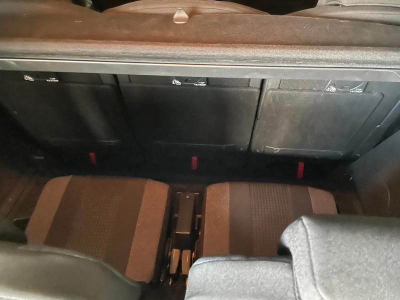 Photo 11 de l'offre de PEUGEOT 5008 1.5 BlueHDi 130ch E6.c Active Business S&S EAT8 à 19900€ chez Dugast automobiles