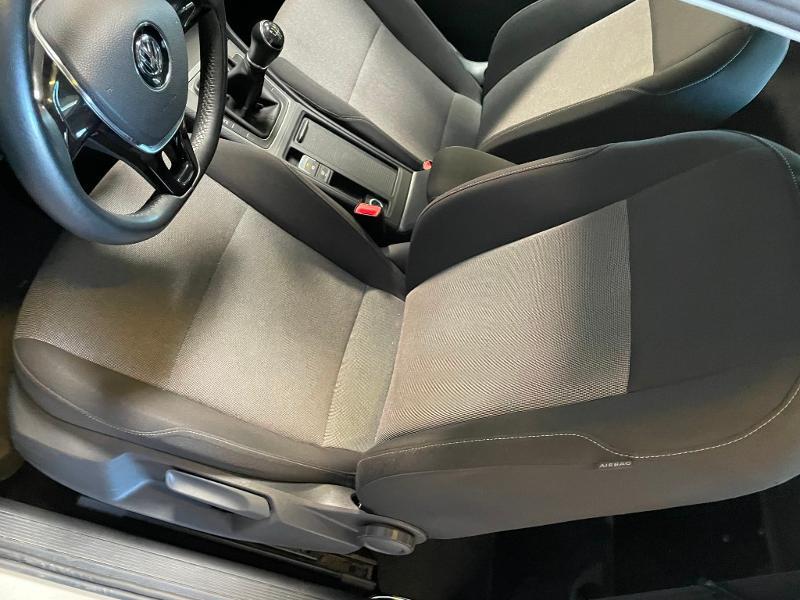 Photo 10 de l'offre de VOLKSWAGEN Golf Ste 1.6 TDI 90ch BlueMotion Technology FAP Trendline Business 3p à 9900€ chez Dugast automobiles