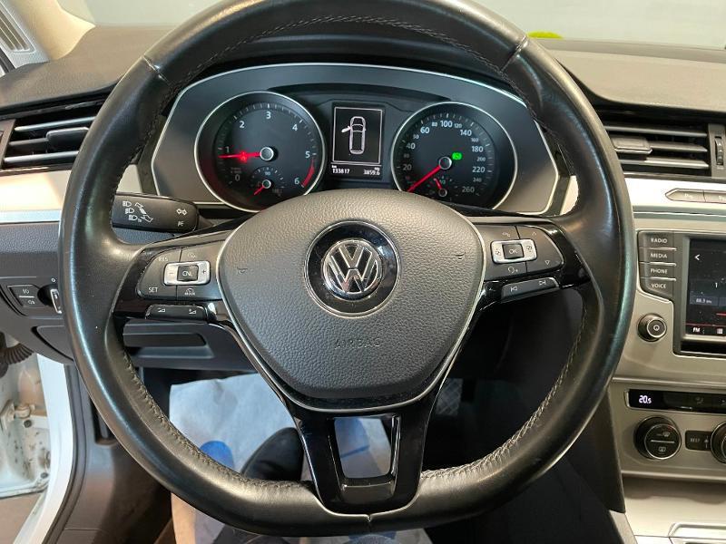Photo 16 de l'offre de VOLKSWAGEN Passat 1.6 TDI 120ch BlueMotion Technology Confortline Business DSG7 à 12900€ chez Dugast automobiles