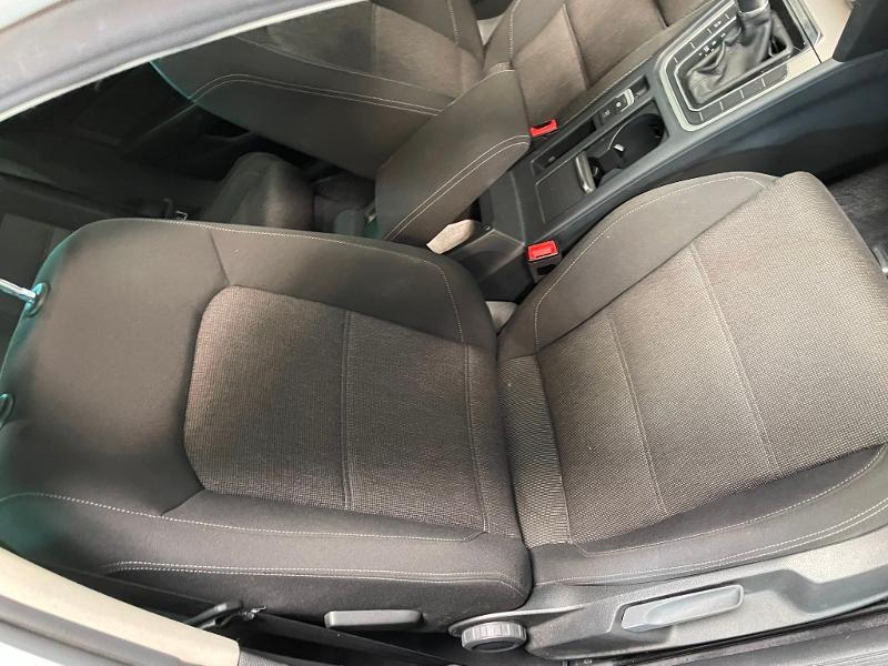Photo 6 de l'offre de VOLKSWAGEN Passat 1.6 TDI 120ch BlueMotion Technology Confortline Business DSG7 à 12900€ chez Dugast automobiles