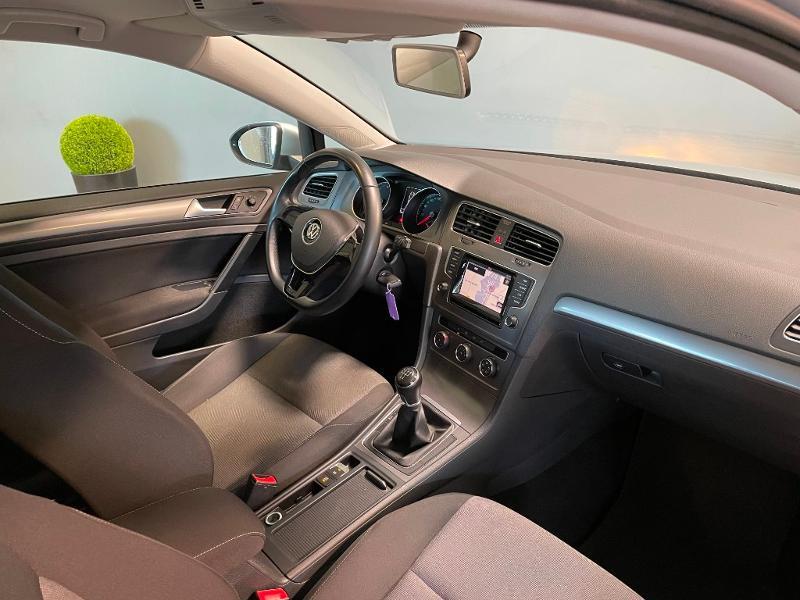 Photo 5 de l'offre de VOLKSWAGEN Golf Ste 1.6 TDI 90ch BlueMotion Technology FAP Trendline Business 3p à 7900€ chez Dugast automobiles