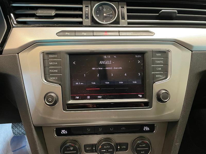 Photo 18 de l'offre de VOLKSWAGEN Passat 1.6 TDI 120ch BlueMotion Technology Confortline Business DSG7 à 12900€ chez Dugast automobiles