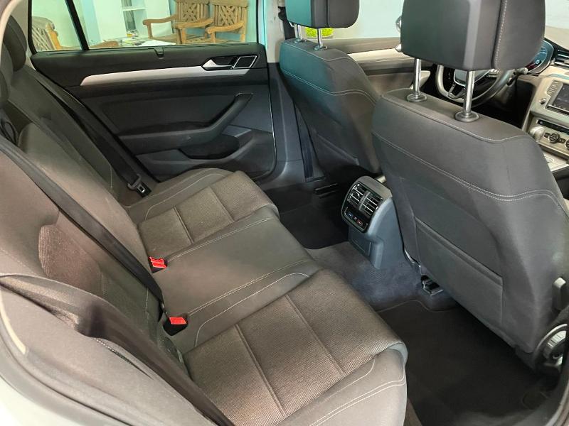 Photo 8 de l'offre de VOLKSWAGEN Passat 1.6 TDI 120ch BlueMotion Technology Confortline Business DSG7 à 12900€ chez Dugast automobiles