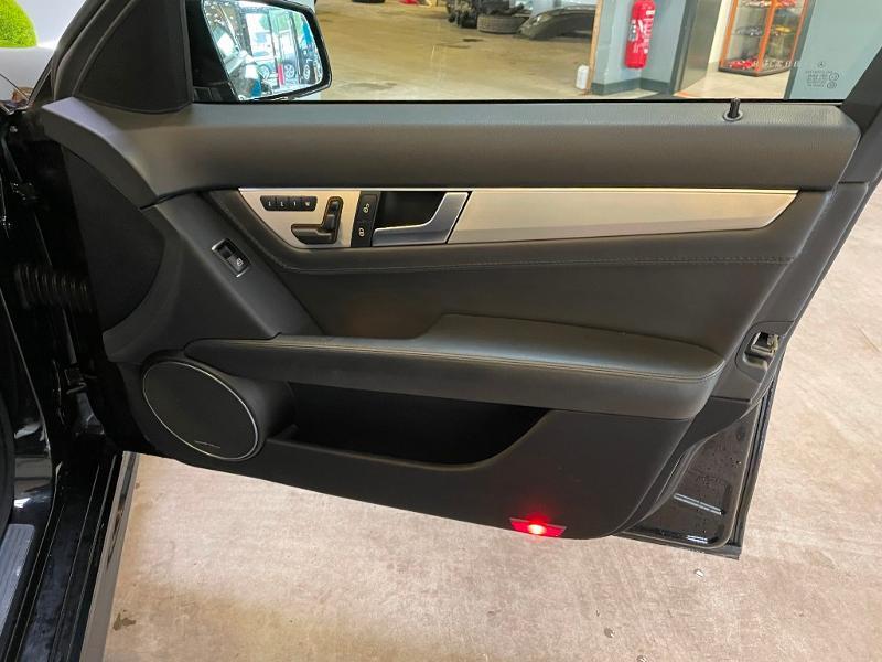 Photo 8 de l'offre de MERCEDES-BENZ Classe C Break 63 AMG Speedshift MCT à 36900€ chez Dugast automobiles