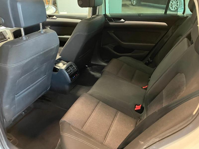 Photo 12 de l'offre de VOLKSWAGEN Passat 1.6 TDI 120ch BlueMotion Technology Confortline Business DSG7 à 12900€ chez Dugast automobiles