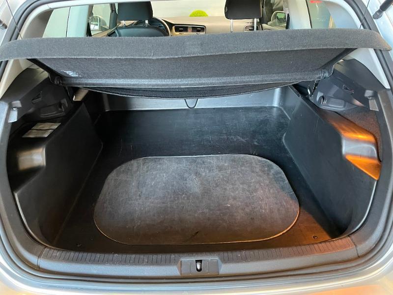 Photo 8 de l'offre de VOLKSWAGEN Golf Ste 1.6 TDI 90ch BlueMotion Technology FAP Trendline Business 3p à 7900€ chez Dugast automobiles