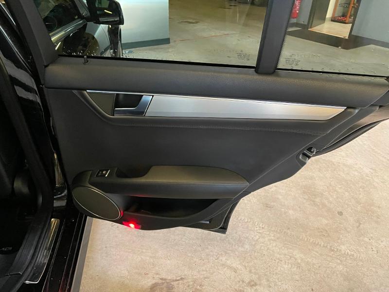 Photo 11 de l'offre de MERCEDES-BENZ Classe C Break 63 AMG Speedshift MCT à 36900€ chez Dugast automobiles