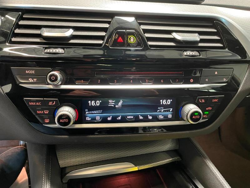 Photo 26 de l'offre de BMW Serie 5 M550dA xDrive 400ch Steptronic à 53900€ chez Dugast automobiles