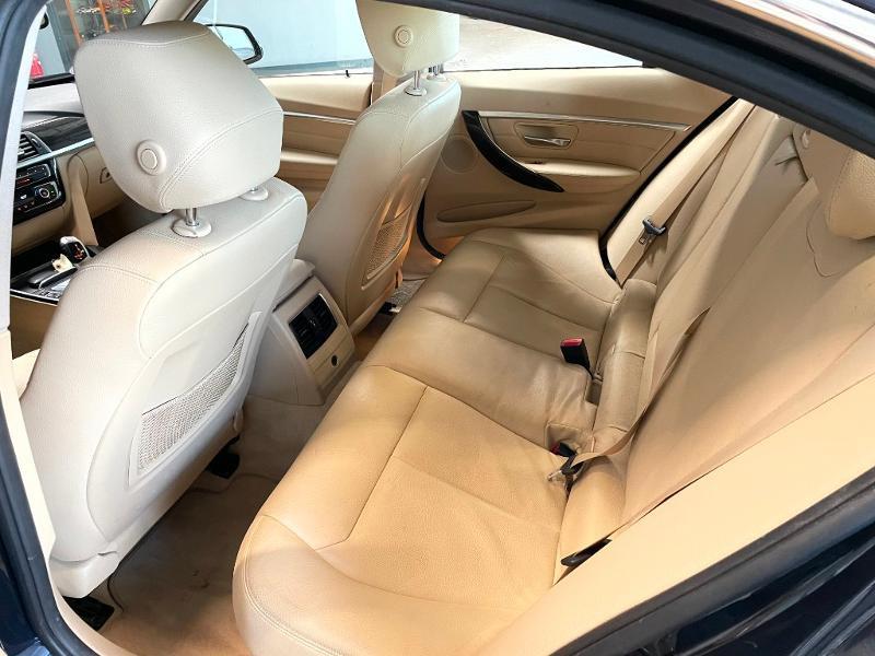 Photo 12 de l'offre de BMW Serie 3 330eA 252ch Luxury à 28900€ chez Dugast automobiles