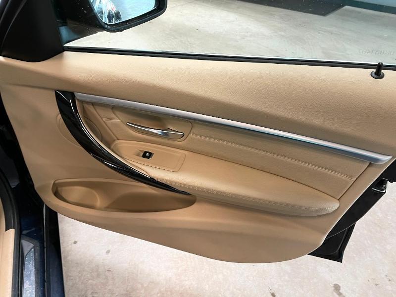 Photo 8 de l'offre de BMW Serie 3 330eA 252ch Luxury à 28900€ chez Dugast automobiles